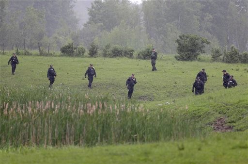 Search for Escaped Killers Continues
