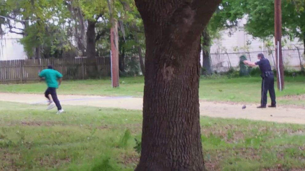 Officer Charged With Civil Rights Violation, Obstruction in Walter Scott Shooting