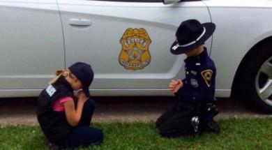HT_police_pray_kids_ml_160718_12x5_1600