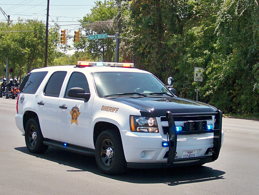 Dallas County Sheriff's Deputy Attacked Near Crash Scene