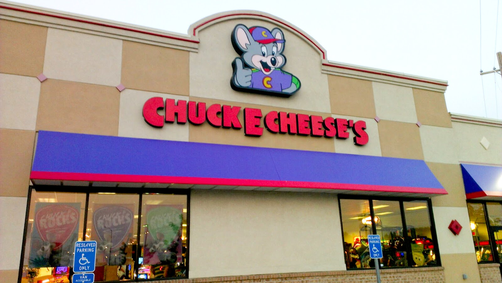 5 Adults Assault Police At Chuck E. Cheese