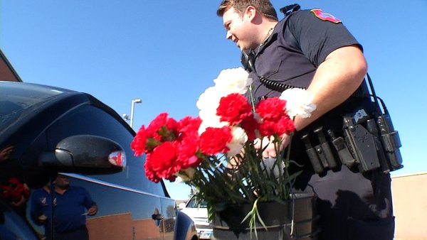 Denton Police Deliver Flowers to Strengthen Relationship with Community