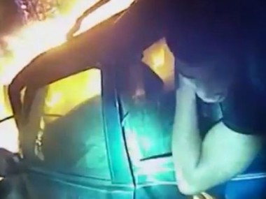 Dramatic-moment-police-officer-rescues-man-from-burning-car