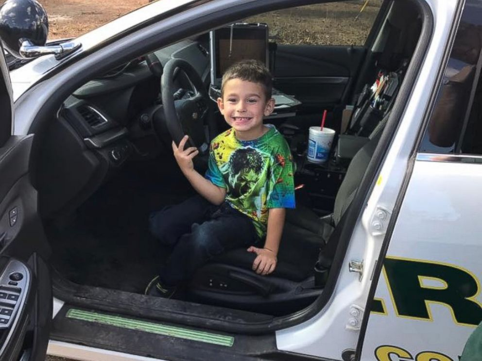 Boy Calls 911 to Invite Police Officers to Thanksgiving Dinner