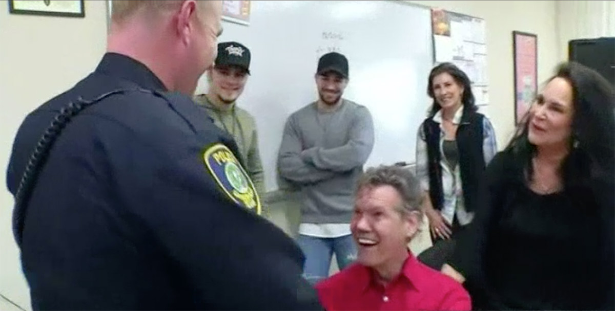Police Officer Gets Special Christmas Gift from Randy Travis