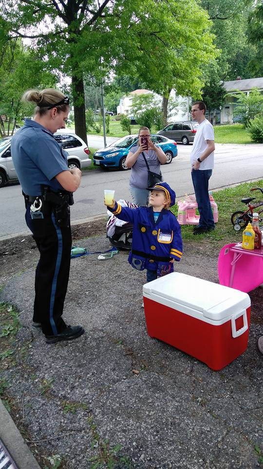 Police Officers Respond To Support Girl's Lemonade Stand