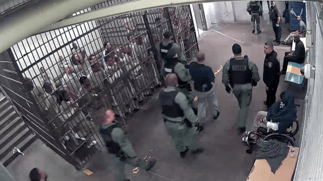 Jail Inmates Clap For Suspect In Chicago Cop Killing