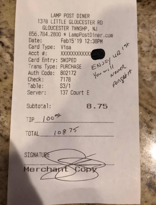 Police Officer Leaves $100 Tip With Pregnant Waitress In Act of Kindness