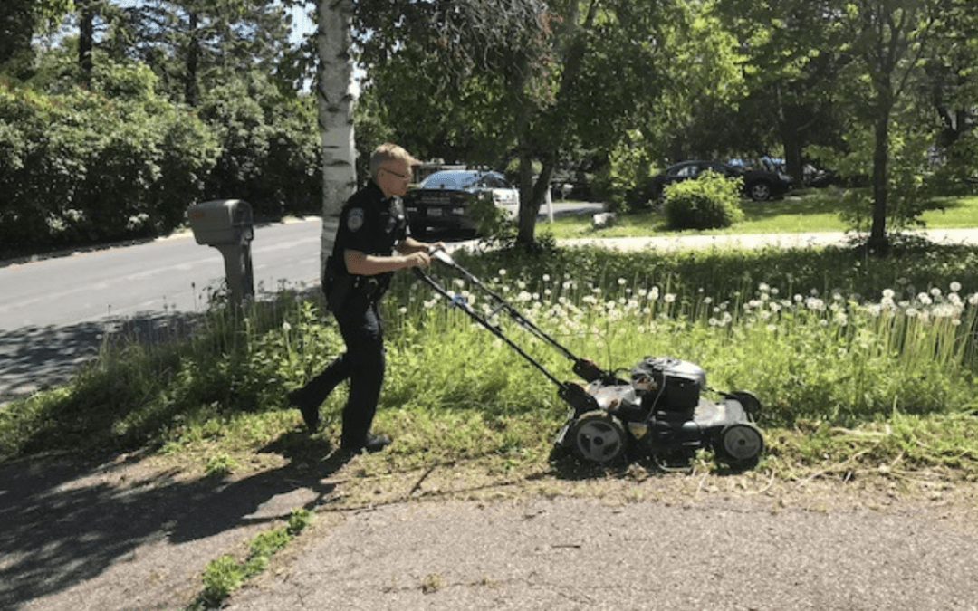 Uniformed Officer Mows Woman's Lawn After Checking Welfare
